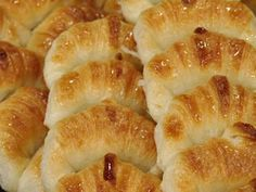 Recetas | Medialunas de manteca | Utilisima.com Argentine Recipes, Argentina Food, Mexican Bread, Pan Dulce, Pan Bread, Recipe Mix, Croissants, Sweet Bread, International Recipes