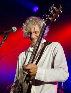 Louis Bertignac déclare sa flamme... à sa guitare