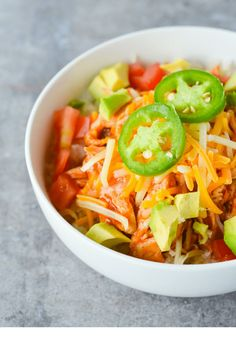 This Keto Chicken Enchilada Bowl is a low carb twist on a Mexican favorite! It's SO easy to make, totally filling and ridiculously yummy! Who doesn't love Mexican Food? Okay, well I know of one person but Keto Foods, Ketogenic Recipes, Ketogenic Diet, Ketogenic Lifestyle, Keto Meal, Keto Snacks, Healthy Recipes, Low Carb Recipes, Cooking Recipes