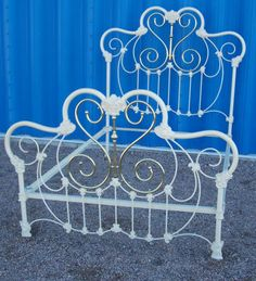 Iron Canopy Bed, Iron Headboard, Headboards, Vintage Beds, Vintage Furniture, Furniture Ideas, Antique Iron Beds, Wrought Iron Beds, Cozy Bedroom