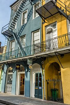 The French Quarter of New Orleans has classic architectural designs and patterns. A Shot of Bourbon Art Gallery is wonderfully framed by balconies and arched doorways. Even the fire escapes add a tough of class. Fire Escape, Steve Harrington, Building Facade, French Quarter, New Orleans, Architecture Design, Art Gallery, Balconies, House Styles