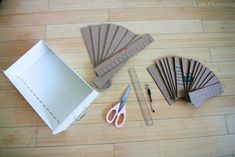 Cute Dumpling: DIY: Lipstick Organizer Chanel Bedroom, Lipstick Organizer, Diy Lipstick, Dark And Twisted, Makeup Organization, Diy Projects To Try, Scrapbook Cards, Household Items, Diy Home Decor