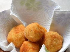 Arancini à la mozzarella - Best Pins Live Mozzarella, Italian Snacks, Arancini Recipe, Tupperware Recipes, Finger Foods, Snack Recipes, Appetizers, Vegan, Dinner