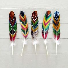 An Amazing Hobby Of Painted Feathers Examples) – Bored Art – feather crafts Nature Crafts, Fun Crafts, Diy And Crafts, Crafts For Kids, Arts And Crafts, Feather Painting, Feather Art, Dreamcatchers, Hippie Accessoires