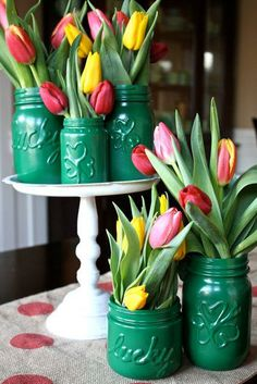 Pat's Magic Vases: How to create festive St. Patrick's Day Vases with Mason Jars/Ball Canning Pot Mason Diy, Mason Jar Crafts, Holiday Crafts, Holiday Fun, Vase Vert, St. Patricks Day, Saint Patricks, St Patrick's Day Decorations, Vases