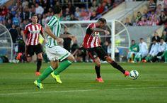 Stephen Fletcher of Sunderland scores the first goal during a...