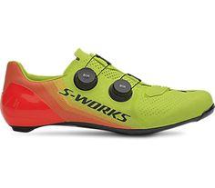 """Velocidad explosiva, comodidad superior. NUEVAS S-WORKS 7 ¿Qué hace que una zapatilla de ciclismo sea perfecta? ¿Una transferencia de potencia excepcional? ¿El mejor confort? ¿Un estilo insuperable? La respuesta es simplemente """"sí"""" a todo lo anterior. Con las S-Works 7, obtienes el mayor equilibrio en una zapatilla de carretera"""