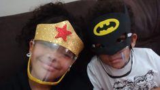 MÁSCARA INFANTIL DE GARRAFA PET E EVA Diy Mask, Diy Face Mask, Diy Embroidery, Easy Sewing Projects, Painting For Kids, Mask For Kids, Preschool Activities, Crafts For Kids, Pets