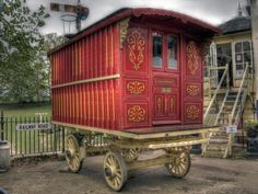 Traditional horse-drawn wagon used by British Romani people as their home,called vardo (also waggon, living wagon, van, cara van). W/chimney, highly decorated, intricately carved, brightly painted, and even gilded. The British Romani tradition of the vardo is seen as a high cultural point @ artistic design& master piece of woodcrafters art.Heyday lasted 70 yrs, from the mid-1800s thru 1st 2 decades@20th cent.