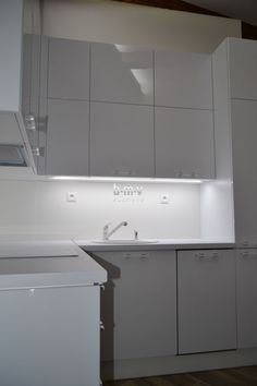 Moderná biela kuchyňa - BMV Kuchyne Living Room Interior, Interior Design Living Room, Double Vanity, Design Trends, Bedroom Decor, Kitchen Cabinets, Bathroom, Home Decor, Washroom