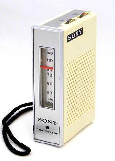 Vintage Sony Transistor Radio, Model AM Band, 8 Tra… Radios, Sony Design, Pocket Radio, Slide Rule, Antique Radio, Transistor Radio, Old Tv, Technology Gadgets, Retro Design