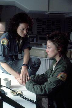 Sigourney Weaver  Veronica Cartwright ALIEN 1979