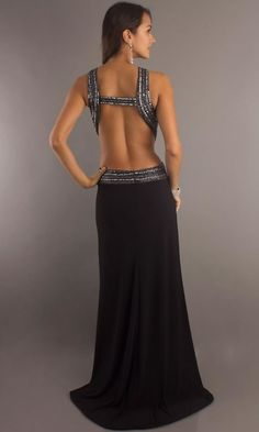 Backless Dresses – How To Put On A Backless Dress - http://www.ideasyou.com/hairstyle-ideas/backless-dresses-how-to-put-on-a-backless-dress.html