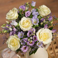 Living4media rosenbl ten lavendel und schleierkraut in vasen wedding pinterest - Kerzenstander dekorieren ...