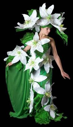 Jenny Gillies the extraordinary Costume and Fabric Artist from Christchurch, New Zealand Mardi Gras Costumes, Halloween Costumes, Carnaval Costume, Fairy Costume For Girl, Costume Venitien, Flower Costume, Creative Costumes, Fairy Dress, Fantasy Dress