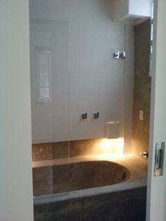banheira de cimento queimado - apartamento no Jardim Botânico - projeto Margareth Salles