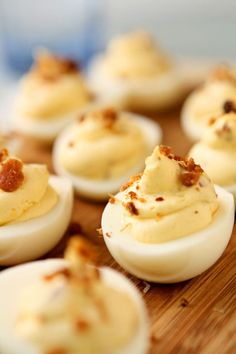 Deviled eggs with bacon and cream cheese. They are light, creamy, flavorful and easy to make. They are sure to be a hit at your next party! Healthy Deviled Eggs, Devilled Eggs Recipe Best, Bacon Deviled Eggs, Yummy Appetizers, Appetizers For Party, Deviled Eggs Recipe Pioneer Woman, Homemade Ham, Cream Cheese Recipes, Egg Recipes
