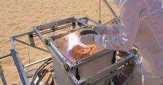 Mais jusqu'où ira Markus Kayser? L'imprimante 3D écolo continue après celle de Coca-Colas, voici SolarInter : du soleil et du sable... Plus de détail su http://www.markuskayser.com/work/solarsinter/