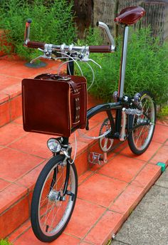 Kei Nagiyama's Brompton I want one for traveling. Velo Vintage, Vintage Bicycles, Velo Brompton, Bike Friday, Folding Bicycle, Bicycle Tools, Push Bikes, Fat Bike, Bike Shoes