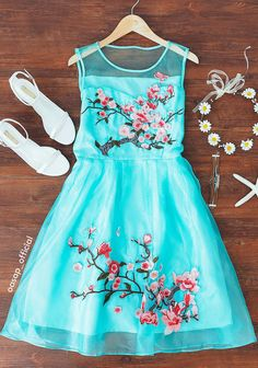 """Two words that will come to our minds are """"fashionable"""" and """"stylish"""" when we lay our eyes on this dress. It is definietly what you have been looking for. Bring it home from OASAP."""