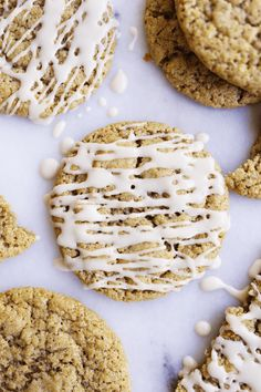 These Chewy Apple Cider Cookies are the best fall cookies ever! They are chewy in the middle and have crisps edges, they are vegan and absolutely delicious! Apple Cider Cookies, Caramel Apple Cookies, Cranberry Cookies, Thanksgiving Cookies, Thanksgiving Recipes, Fall Cookies, Christmas Cookies, Christmas Eve, Cookie Recipes
