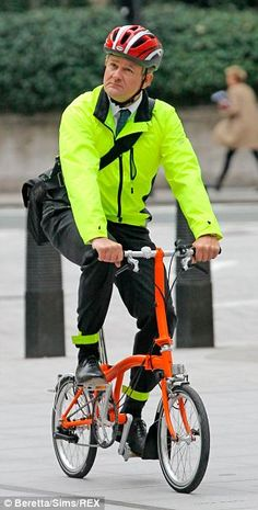 Although he's Lord Grantham in Downton Abbey, and used to being driven around by a chauffeur, Hugh Bonneville still loves his Brompton!