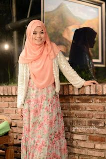 Calm and so cute dress. . . Ghaida Tsurayya