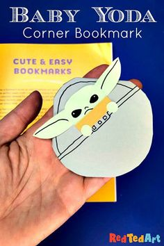 Baby Yoda is just the CUTEST! Who loves Baby Yoda? Learn how to make this easy Baby Yoda Bookmark Corner! We love how easy this paper craft easy. If you know any huge The Mandalorian fans you MUST give this Corner Bookmark design a go! Origami Bookmark Corner, Felt Bookmark, Bookmark Craft, Corner Bookmarks, Paper Crafts For Kids, Baby Crafts, 1st Grade Crafts, Paper Bookmarks, Book Corners