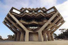 Hoe men in de jaren 70 een bibliotheek bouwde. De Geisel Library van de University of California in San Diego een ontwerp vsn William Pereira.