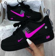Sapatilhas Nike Air rosa preto com Nike Nike e placa de ar - Schuhe - Cute Nike Shoes, Cute Sneakers, Sneakers Nike, Yellow Sneakers, Pink Nike Shoes, Shoes Jordans, Air Jordan Sneakers, Girls Sneakers, Jordan Shoes Girls