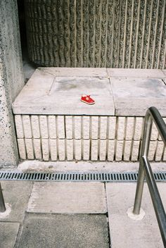 Sad shoe, 2013. Canon EOS 300. AGFA 35mm.