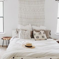 White on white winter inspiration✨✨❄️❄️via pinning on our @pinterest page Dream Bedroom, Home Bedroom, Bedroom Decor, Bedrooms, Master Bedroom, Hippie Stil, Apartment Interior Design, Diy Interior, Bedroom Styles