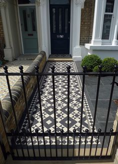 Front Garden Company Victorian Mosaic London Chelsea Kensington Contact anewgarden for more information Victorian Front Garden, Victorian Front Doors, Victorian Terrace House, Victorian Homes, Front Garden Path, Front Path, Garden Paths, Garden Railings, Wrought Iron Fences