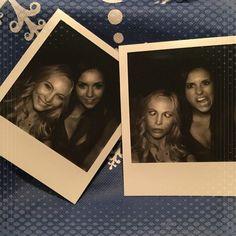 Pin for Later: Seht Nina Dobrev's letzte Momente am Set von The Vampire Diaries Nina postete ein paar Bilder, die sie mit Candice Accola geschossen hatte.