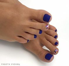 Sparkle Pedicure Design 2020 - The Best Sparkle Pedicure Ideas in the Photo Gallery Toe Nail Color, Toe Nail Art, Nail Colors, Polka Dot Pedicure, Pedicure Nail Art, Cute Pedicure Designs, Toe Nail Designs, Cute Summer Nails, Summer Toe Nails