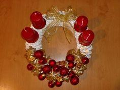 adventní věnec..... Ornament Wreath, Ornaments, Wreaths, Home Decor, Journaling, Decoration Home, Door Wreaths, Room Decor, Deco Mesh Wreaths