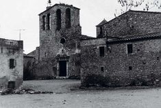 The medieval town of Ullastret (Girona) before the development by Josep Lluís Mateo at 1985