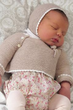 Baby Girl Cardigan Crochet Baby Jacket K - Diy Crafts - maallure Baby Girl Cardigans, Trendy Baby Boy Clothes, Knitted Baby Clothes, Baby Sweaters, Girl Doll Clothes, Cardigan Bebe, Crochet Baby Jacket, Retro Mode, Gaucho