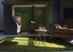 Fijn! Bijzettafel Fijn is van hout en past werkelijk in ieder interieur. Deze bijzettafel is open en fijntjes waardoor bijzettafel Fijn gemakkelijk te combineren is. Deze bijzettafel is van mangohout en heeft stalen pootjes. Just Awesome!