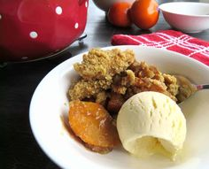 If you have never tried Persimmons before then I highly recommend checking out this recipe for Persimmon Crumble. Crumble is the perfect winter treat, I have some great tips for the best one. Healthy Desserts, Just Desserts, Quick Puddings, Persimmon Recipes, Winter Treats, Crumble Recipe, Honey And Cinnamon, Low Carb Recipes, Sweet Tooth