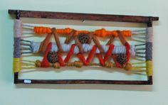 Mural en marco de panal de abejas Textiles, Weaving Art, Macrame Knots, Textile Art, Fiber Art, Lana, Tapestry, Knitting, Create