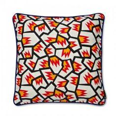 WRONG FOR HAY Printed cushion kussen ICE. Ken jij de nieuwe collectie van HAY al? Een samenwerking tussen HAY en Sebastian Wrong. Geweldige, gekke, gekleurde kussens met kleurrijke patronen.