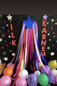 Graduation Party Themes, Preschool Graduation, Birthday Party Decorations, Birthday Parties, Class Decoration, School Decorations, Diy And Crafts, Crafts For Kids, School Displays