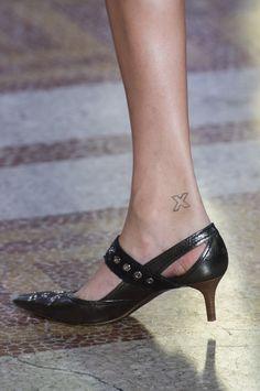 Bottega Veneta at Milan Fashion Week Spring 2018 - Details Runway Photos Cool High Heels, High Shoes, Low Heel Shoes, Shoes Heels, Wedge Heels, Pretty Shoes, Beautiful Shoes, Runway Shoes, Kitten Heel Shoes