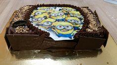 Sims Cake Shop: Bolo de aniversário minions de chocolate com choco...