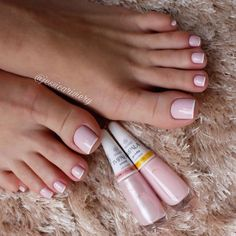 Unhas dos pés com cores e eamaltes perfeitos French Manicure Toes, French Pedicure, Manicure And Pedicure, French Toe Nails, Pretty Toe Nails, Cute Toe Nails, Cute Simple Nails, Acrylic Toe Nails, Toe Nail Art