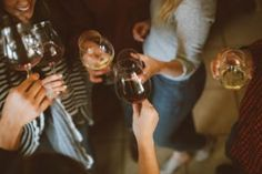 """""""Beer Before Wine"""" Hangover Myth Finally Explained by Alcohol Researchers Cabernet Sauvignon, Gambas Al Pil Pil, Alga Wakame, Le Gin, In Vino Veritas, Partys, Wine Tasting, Introvert, Happy Hour"""