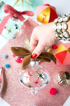 Create a vintage MCM style ornament using your Cricut and some vinyl #starburst #vintage #mcmornament