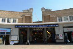 UXBRIDGE TUBE STATION | UXBRIDGE | LONDON | ENGLAND: *London Underground: Metropolitan Line; Piccadilly Line* Underground Tube, London Underground, Metropolitan Line, Mind The Gap, Homeless People, London Transport, Greater London, London England