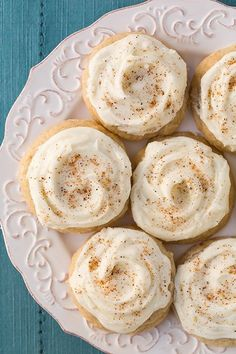 Melt-In-Your-Mouth Eggnog Cookies - Cooking Classy Booton Booton Booton Booton {Cooking Classy} These were delicious, but also a delicate cookie, so I liked them better baked in a mini muffin pan. Holiday Cookie Recipes, Holiday Cookies, Holiday Baking, Christmas Baking, Frosted Christmas Cookies, Best Christmas Cookies, Eggnog Cookies, Galletas Cookies, Cookies Et Biscuits
